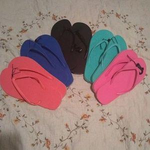 Shoes - 5 pairs of flip flops lot